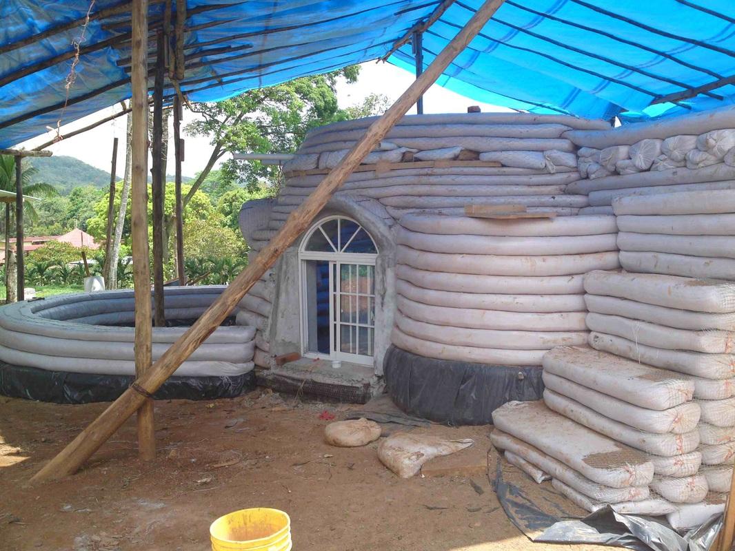 earthbag building -